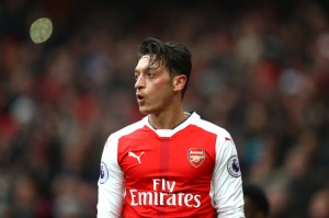 LONDON, ENGLAND - FEBRUARY 11:  Mesut Ozil of Arsenal in action during the Premier League match between Arsenal and Hull City at Emirates Stadium on February 11, 2017 in London, England.  (Photo by Clive Rose/Getty Images)